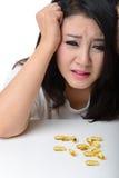 Sluit omhoog Portret van Aziatische vrouw met hoofdpijn Stock Afbeeldingen