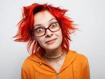 Sluit omhoog portret van een gek jong redheaded meisje Stock Foto