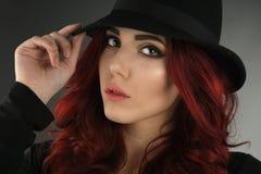 Sluit omhoog portret van een mooie jonge roodharigevrouw Stock Foto