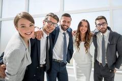 Sluit omhoog portret van een vriendschappelijk commercieel team Royalty-vrije Stock Foto