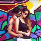 Sluit omhoog portret van gelukkig glimlachend paar in liefde Stock Foto's
