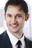 Sluit omhoog portret van het glimlachen jonge zaken Royalty-vrije Stock Afbeelding