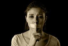 Sluit omhoog portret van jonge aantrekkelijke die vrouw met mond en lippen in beheerste plakband worden verzegeld royalty-vrije stock afbeeldingen