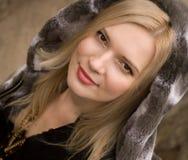 Sluit omhoog portret van jonge het glimlachen blonde mooi Royalty-vrije Stock Afbeelding