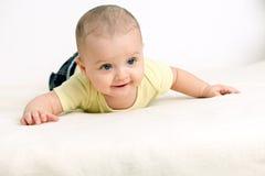 Sluit omhoog portret van leuke Kaukasische babyjongen Royalty-vrije Stock Afbeelding