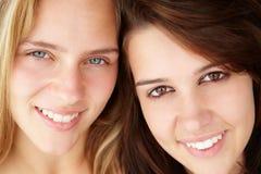 Sluit omhoog portret van tieners Royalty-vrije Stock Foto's