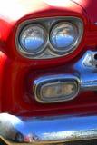 Sluit omhoog rode Chevrolet-Oogstvrachtwagen royalty-vrije stock foto