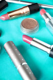 Sluit omhoog roze lippenstift stock foto's