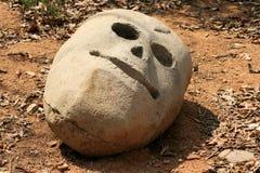 Sluit omhoog schedel uit steen wordt gesneden die Stock Foto