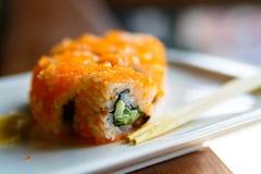 Sluit omhoog smakelijke Japanse broodjes op plaat royalty-vrije stock afbeelding