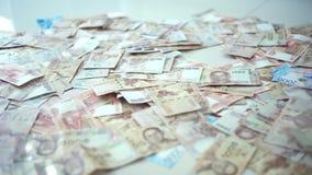 Sluit omhoog Thaise de close-upachtergrond van geldbankbiljetten, het geld van Thailand voor zaken, muntstukken 1000 taakuiteinde stock videobeelden