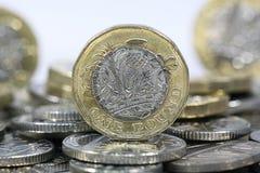 Sluit omhoog van Één Pondmuntstukken - Britse Munt Stock Afbeelding