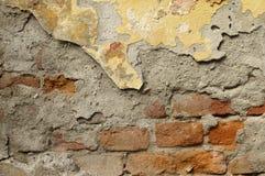Sluit omhoog van afbrokkelende muur met lagen van gepelde verf 5 Stock Foto