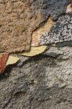 Sluit omhoog van afbrokkelende muur met lagen van gepelde verf 8 Royalty-vrije Stock Afbeelding