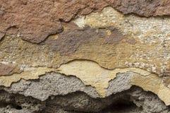 Sluit omhoog van afbrokkelende muur met lagen van gepelde verf 3 Royalty-vrije Stock Afbeeldingen