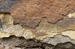 Sluit omhoog van afbrokkelende muur met lagen van gepelde verf 7 Stock Afbeeldingen
