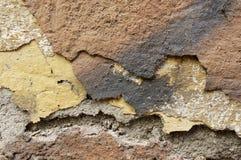 Sluit omhoog van afbrokkelende muur met lagen van gepelde verf 6 Royalty-vrije Stock Fotografie