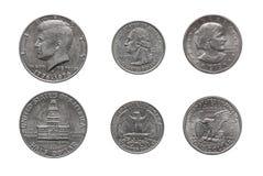 Sluit omhoog van Amerikaanse die Amerikaanse dollarmuntstukken op witte achtergrond worden geïsoleerd royalty-vrije stock afbeelding