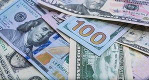 Sluit omhoog van bankbiljetten van de V.S., 100 ons dollarnota, 50 ons dollarnota's, 20 ons dollarnota's Stock Foto