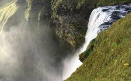 Sluit omhoog van bovenkant van Skogafoss-waterval in IJsland stock afbeelding