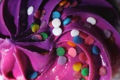 Sluit omhoog van bovenkant van een cupcake Royalty-vrije Stock Foto's