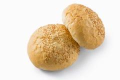Sluit omhoog van broodjes met sesamzaden Stock Foto's