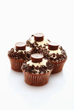 Sluit omhoog van buttercream cupcake met chocoladekruimeltaart en choco Royalty-vrije Stock Afbeelding