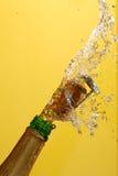 Sluit omhoog van champagnecork het knallen Stock Foto