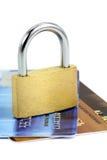 Sluit omhoog van creditcard en slot Royalty-vrije Stock Afbeeldingen