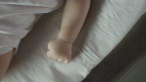 Sluit omhoog van de baby stock videobeelden