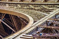 Sluit omhoog van de boog en metaallinten van de Eifel-toren Royalty-vrije Stock Fotografie
