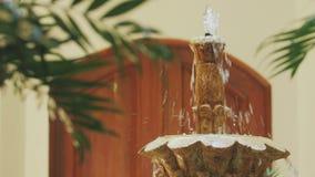 Sluit omhoog van de bovenkant van een fontein stock footage