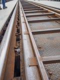 Sluit omhoog van de brug van de Doodsspoorweg in Kanchanaburi, Th wordt gevestigd dat Stock Afbeelding