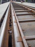 Sluit omhoog van de brug van de Doodsspoorweg in Kanchanaburi, Th wordt gevestigd dat Stock Fotografie