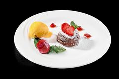 Sluit omhoog van de hete cake van het chocolade coulant dessert Royalty-vrije Stock Afbeelding