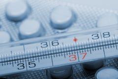 Sluit omhoog van de medische thermometer Stock Foto's