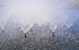 Sluit omhoog van de stralen van het fonteinwater Stock Foto's