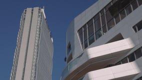 Sluit omhoog van de toren en de flats van Milan City Life Allianz Isozaki stock footage