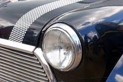 Sluit omhoog van de uitstekende auto van Mini Cooper - Voorraadbeeld Royalty-vrije Stock Fotografie