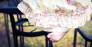 Sluit omhoog van de voeten van babymeisjes Royalty-vrije Stock Afbeelding