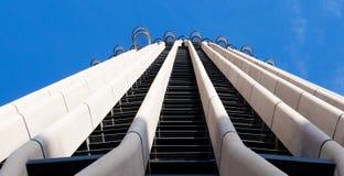 Sluit omhoog van de wolkenkrabber van Torre Europa onder top 10 langste gebouwen in Madrid, Spanje stock afbeelding