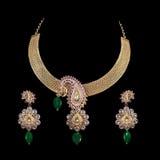 Sluit omhoog van diamanthalsband met de ring van het diamantoor Royalty-vrije Stock Afbeelding