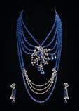 Sluit omhoog van diamanthalsband met de ring van het diamantoor Stock Foto's
