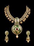 Sluit omhoog van diamanthalsband met de ring van het diamantoor Royalty-vrije Stock Foto