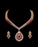 Sluit omhoog van diamanthalsband met de ring van het diamantoor Royalty-vrije Stock Fotografie