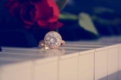 Sluit omhoog van diamantring royalty-vrije stock fotografie