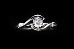 Sluit omhoog van diamantring Royalty-vrije Stock Afbeeldingen