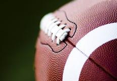 Sluit omhoog van een Amerikaanse voetbal stock afbeeldingen