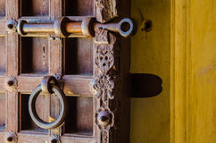 Sluit omhoog van een antieke houten deur Royalty-vrije Stock Foto