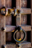 Sluit omhoog van een antieke houten deur Royalty-vrije Stock Fotografie